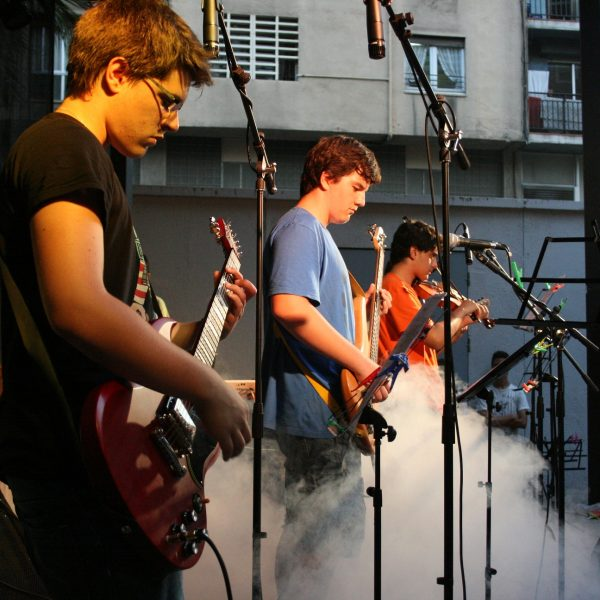 L'Escola de Música Contrapunt del Baix Penedès necessita professor/a de guitarra i combo