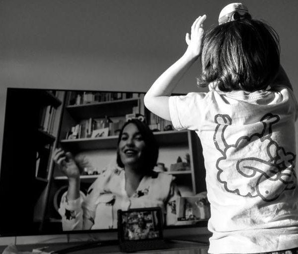 Recursos musicals adaptats a la docència online per a infants de 0-6 anys