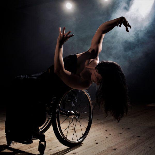 Moviment creatiu, improvisació, dansa i distància social